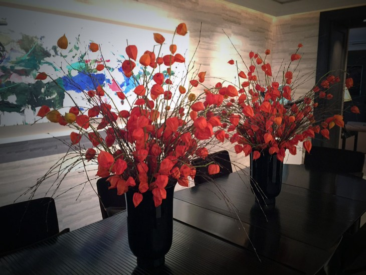 Chinese-Lanterns-in-tall-vases
