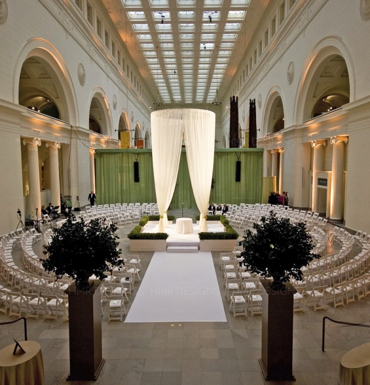 Circular wedding seating at the Field Museum at a wedding designed by HMR Designs