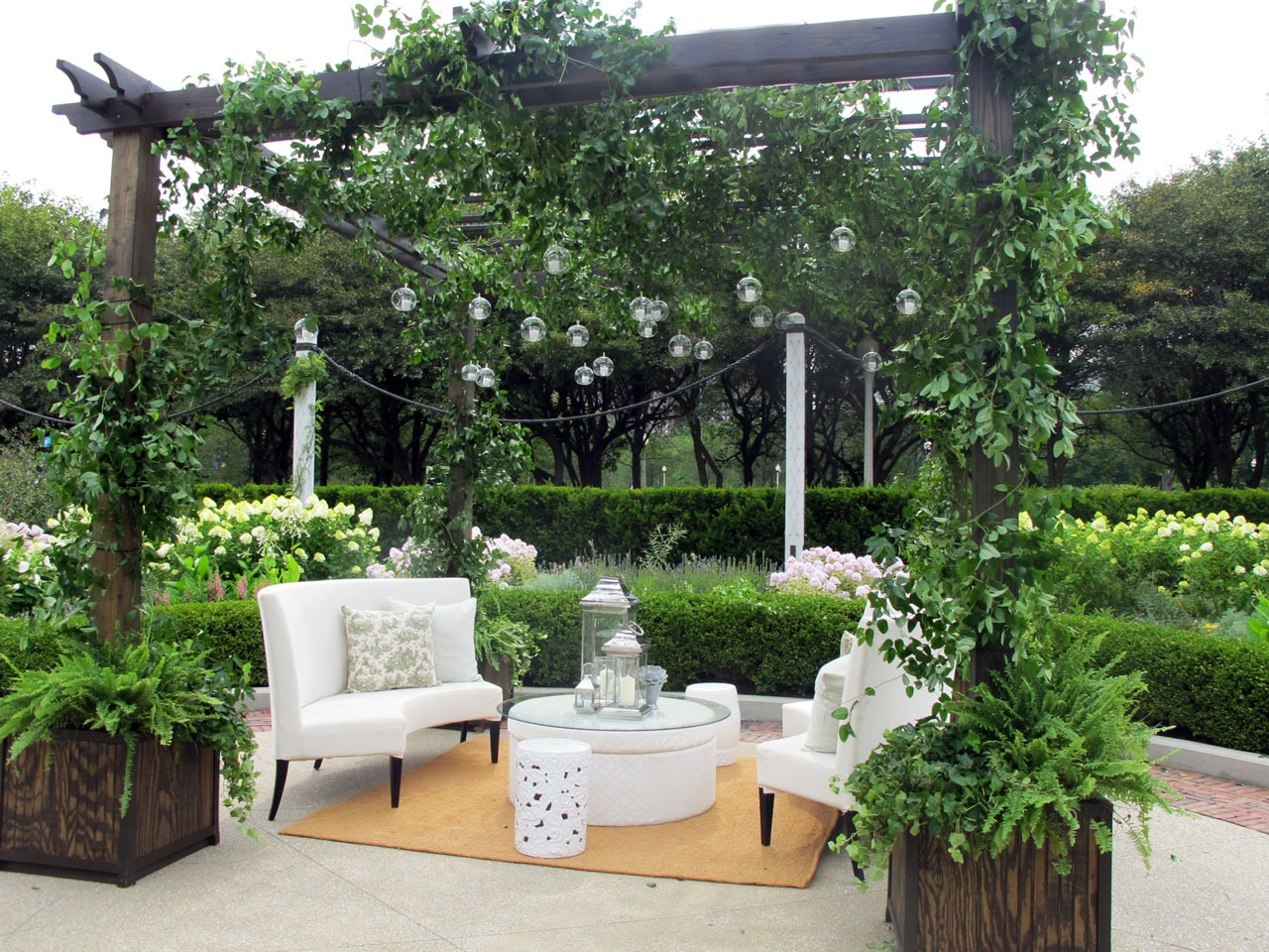 Outdoor garden party with lounge