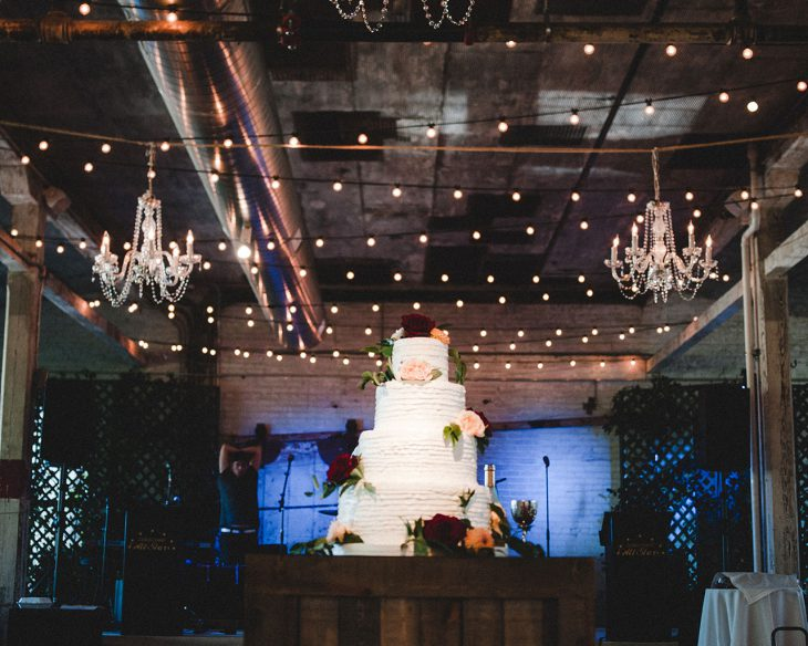 wedding-cake-at-rustic-wedding-at-journeyman-distillery