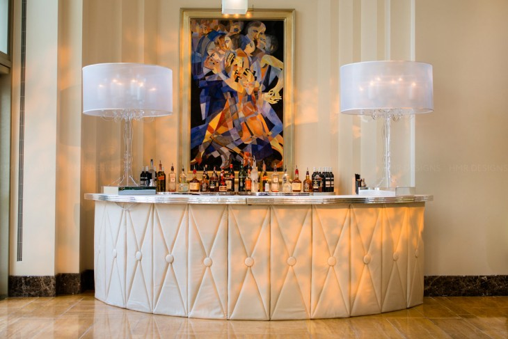 The classic beveled bar at the Peninsula Chicago. Kent Drake Photography.