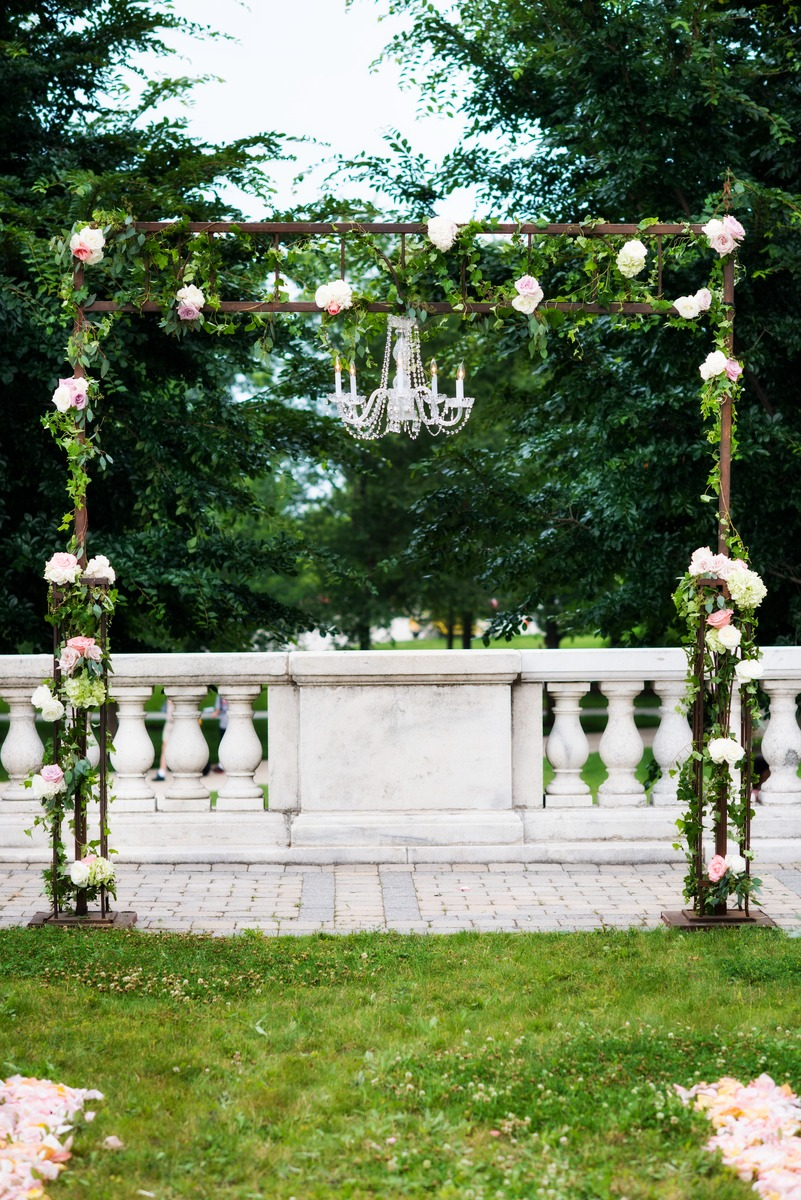 A pastel outdoor wedding ceremony at the Field Museum by HMR Designs